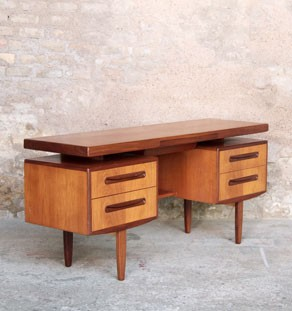 bureau d 39 cole ancien console d 39 entr e jaune gentlemen designers. Black Bedroom Furniture Sets. Home Design Ideas