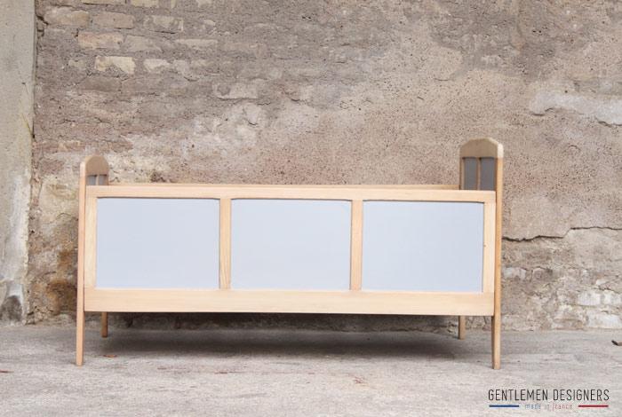 lit vintage en bois gris clair gentlemen designers. Black Bedroom Furniture Sets. Home Design Ideas
