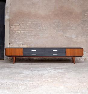 Enfilade_scandinave_longue_grande_teck_noir_tiroirs_vintage_mobilier_design_annee_50_60_original_gentlemen_designers_strasbourg_alsace_paris_lyon_vignette