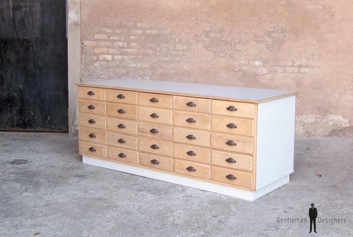 Comptoir ancien en bois meuble de m tier 25 tiroirs for Meuble 2 tiroirs 60 cm woodstock bois clair