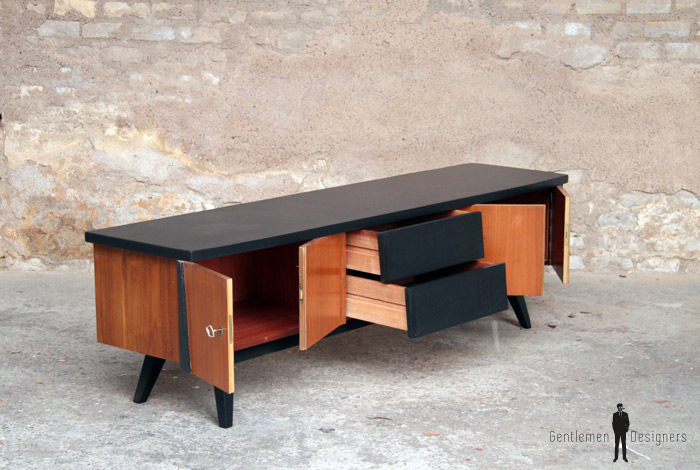 meuble tv scandinave en teck 4 portes 2 tiroirs gentlemen designers. Black Bedroom Furniture Sets. Home Design Ideas