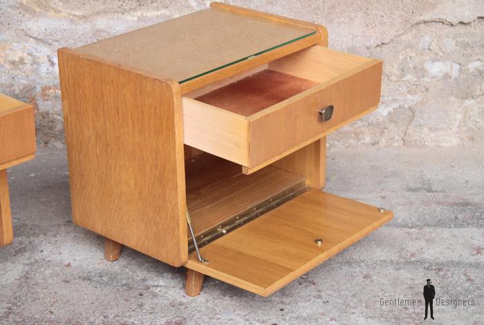 paire de chevets vintage en bois pieds compas gentlemen designers. Black Bedroom Furniture Sets. Home Design Ideas