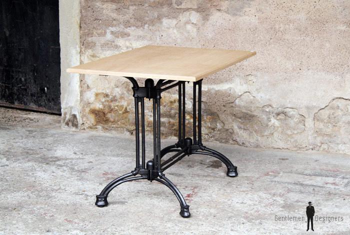 table bistrot en ch ne massif pieds fonte gentlemen designers. Black Bedroom Furniture Sets. Home Design Ideas