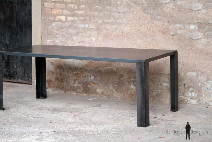 table manger en m tal style industriel gentlemen designers. Black Bedroom Furniture Sets. Home Design Ideas