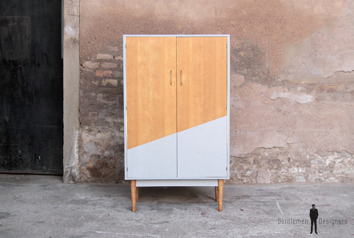 armoire vintage grise et bois r nov e graphique. Black Bedroom Furniture Sets. Home Design Ideas