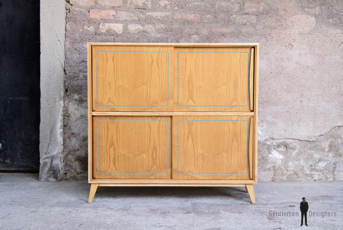 petit meuble de rangement vintage en bois gentlemen. Black Bedroom Furniture Sets. Home Design Ideas
