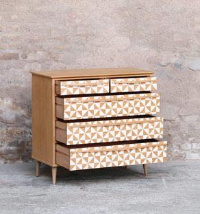 Commode_graphique_blanc_tiroirs_bois_clair_couleur_mobilier_vintage_design_annee_50_60_original_gentlemen_designers_strasbourg_alsace_paris_lyon_vignette