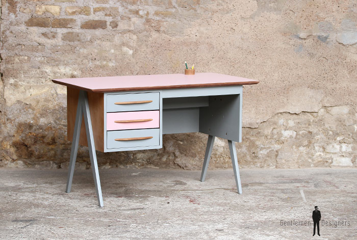 bureau vintage 3 tiroirs rose et gris pieds compas. Black Bedroom Furniture Sets. Home Design Ideas