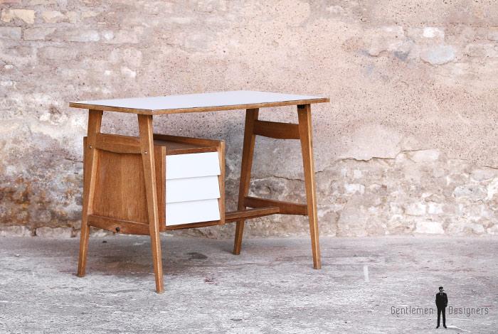 bureau vintage 3 tiroirs plateau formica blanc gentlemen designers. Black Bedroom Furniture Sets. Home Design Ideas