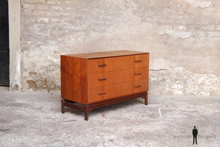 commode vintage scandinave en teck 3 tiroirs gentlemen designers. Black Bedroom Furniture Sets. Home Design Ideas