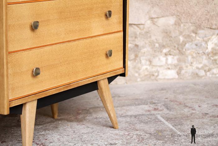 commode vintage ch ne clair r nov e 3 tiroirs. Black Bedroom Furniture Sets. Home Design Ideas