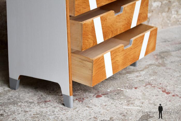 commode vintage ch ne clair r nov e graphique gentlemen designers. Black Bedroom Furniture Sets. Home Design Ideas