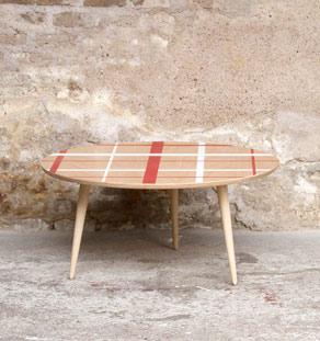 Table basse tripode motifs rouge et blanc