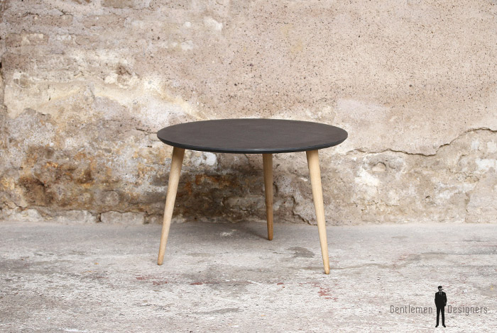 Table basse ronde tripode valchromat gentlemen designers for Table basse gris anthracite