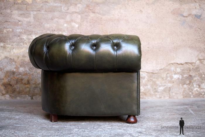 fauteuil ancien chersterfield vert en cuir capitonn gentlemen designers. Black Bedroom Furniture Sets. Home Design Ideas