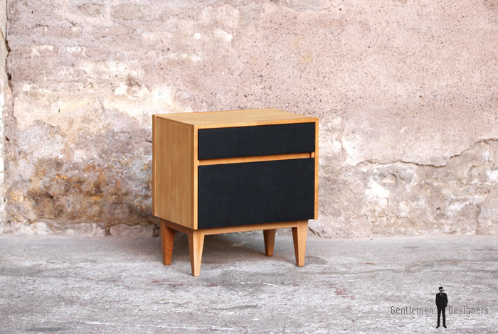 Chevet vintage bois clair tiroir noir gentlemen designers for Meuble 2 tiroirs 60 cm woodstock bois clair