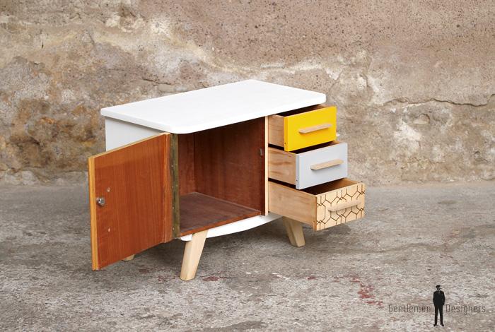 Petit meuble d 39 appoint vintage en bois relook jaune et for Meuble bureau jaune