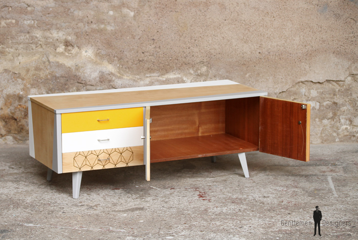 Meuble tv scandinave jaune for Meuble tv blanc bas