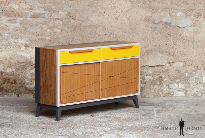 meuble vintage en teck buffet style scandinave motifs jaune et gris gentlemen designers. Black Bedroom Furniture Sets. Home Design Ideas