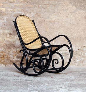 Rocking chair Thonet noir vintage, bois et cannage