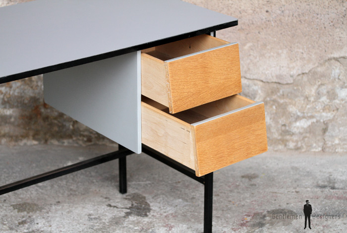 bureau vintage r nov gris bois et m tal pur. Black Bedroom Furniture Sets. Home Design Ideas