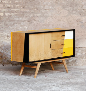 meuble buffet vintage pieds compas jaune bois clair graphique. Black Bedroom Furniture Sets. Home Design Ideas