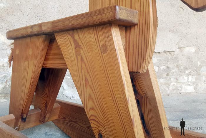 cheval bascule ancien en bois. Black Bedroom Furniture Sets. Home Design Ideas
