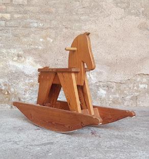 Cheval à bascule ancien en bois gentlemen designers enfant atypique originale jouet