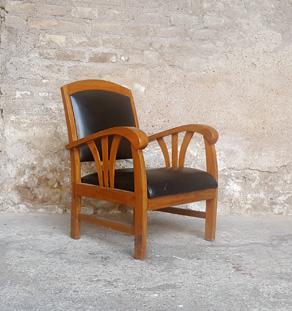 Fauteuil ancien style colonial,accoudoir bois et skai noir Gentlemen Designers
