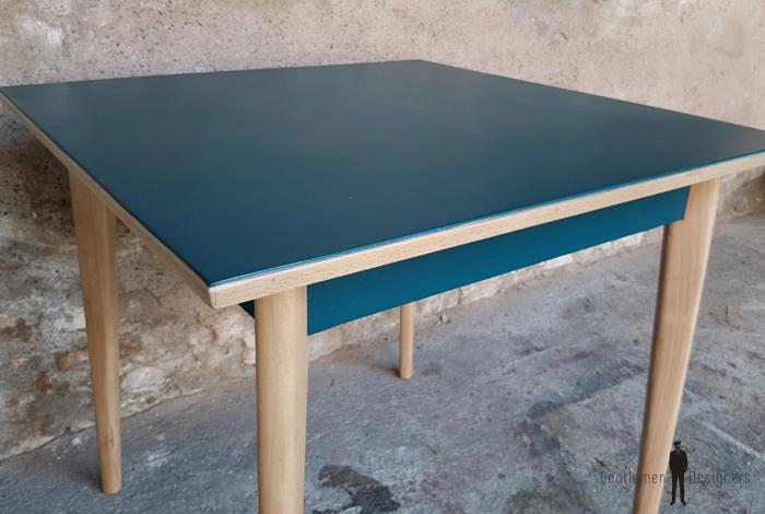 Table carr vintage plateau bleu p trole pieds compas bois - Plateau table carre ...
