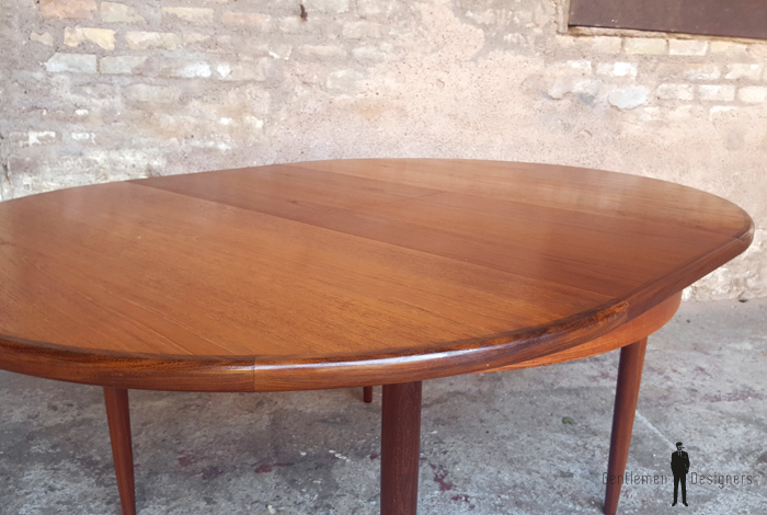 Table ronde rallonges papillon vintage scandinave en teck for Table rallonge scandinave