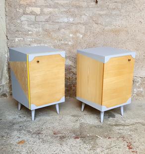 GENTLEMEN DESIGNERS // Paire de chevets vintage bois, gris clair, jaune, porte