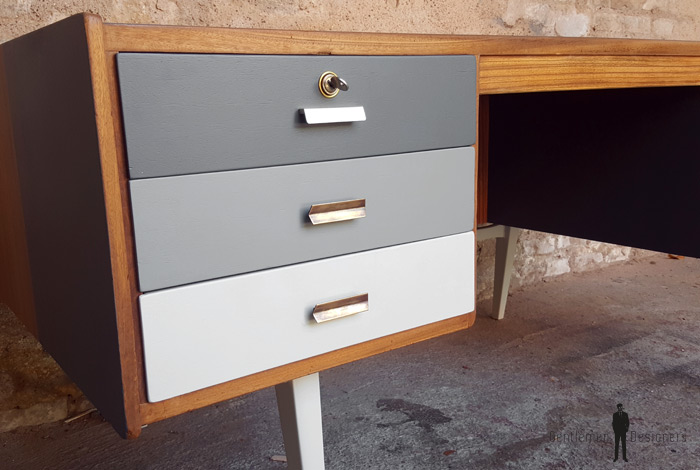 bureau vintage en teck recto verso d grad de gris. Black Bedroom Furniture Sets. Home Design Ideas