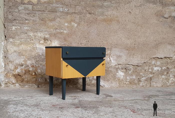 Table de chevet vintage en bois tiroir et porte battante for Meubles concept lyon