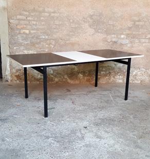 GENTLEMEN DESIGNERS Table vintage à rallonge, blanche, palissandre, pieds métal