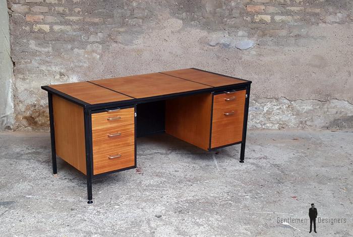 Bureau bois simple awesome bureau bois scandinave le for Bureau noir simple