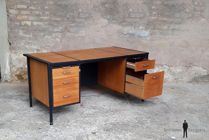Grand bureau vintage avec tiroirs en bois teck for Grand bureau noir
