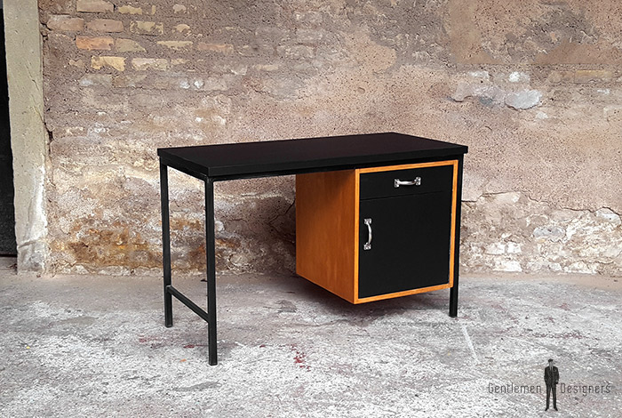 bureau vintage plateau stratifi fenix noir pied m tal. Black Bedroom Furniture Sets. Home Design Ideas