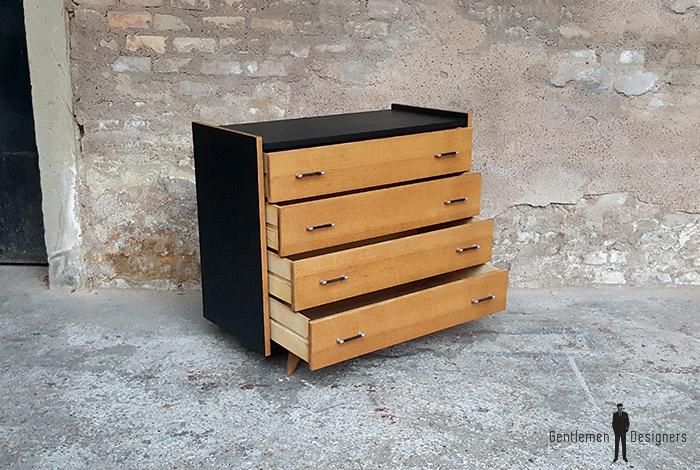 commode vintage noir 4 tiroirs ch ne clair pied compas. Black Bedroom Furniture Sets. Home Design Ideas