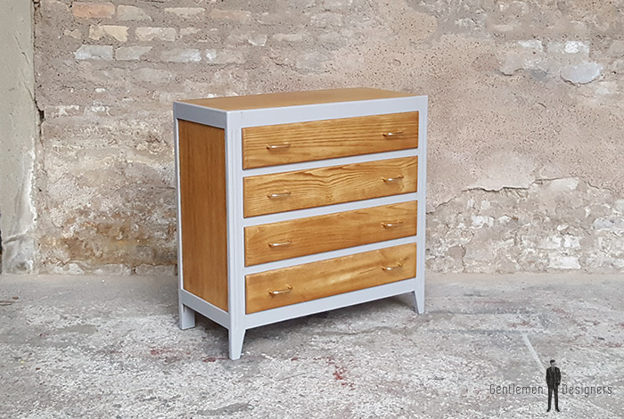 commode vintage grise 4 tiroirs ch ne pied compas. Black Bedroom Furniture Sets. Home Design Ideas