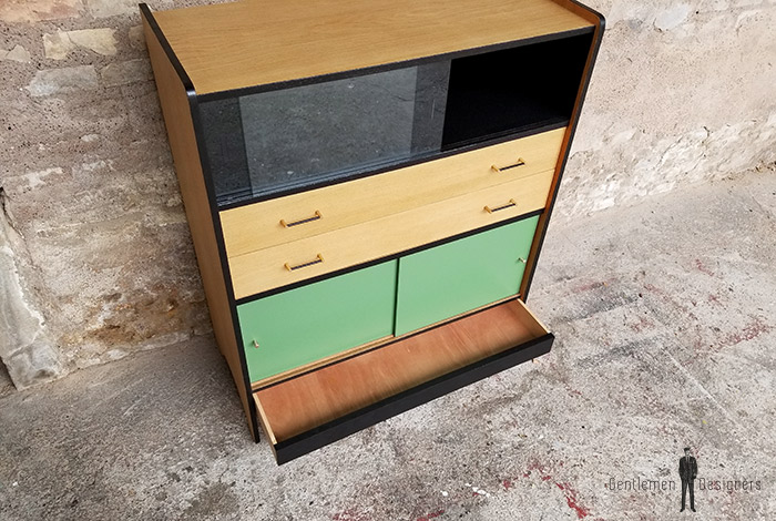 meuble buffet vintage formica bleu pied m tal et ch ne tourn. Black Bedroom Furniture Sets. Home Design Ideas