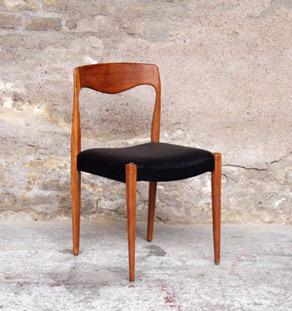 8 chaises en teck et similicuir noir gentlemen designers. Black Bedroom Furniture Sets. Home Design Ideas