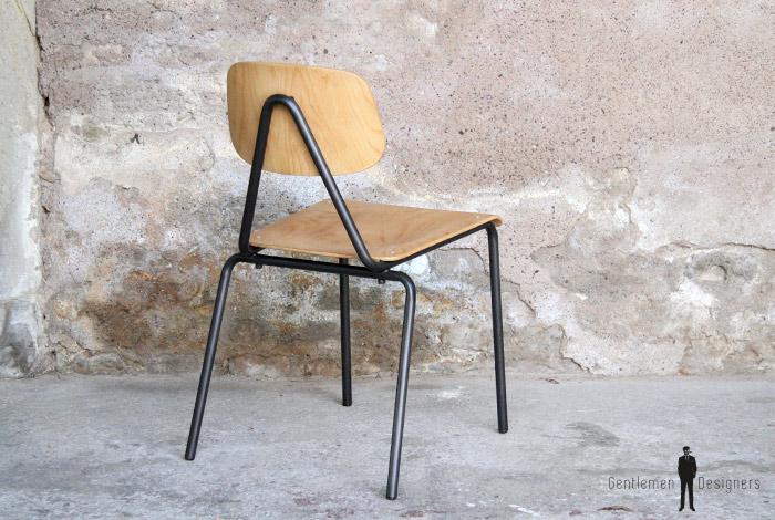 Chaises vintage empilables en bois et métal vendu vendu vendu vendu