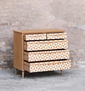 commode vintage r nov e graphique blanc et bois gentlemen designers. Black Bedroom Furniture Sets. Home Design Ideas