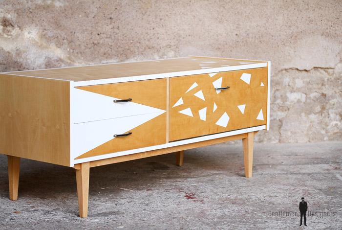Meuble bas tv vintage graphique blanc et bois clair - Gentlemen ...