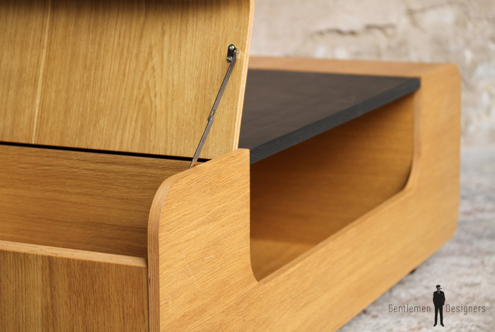 table basse rangement en ch ne porte revue. Black Bedroom Furniture Sets. Home Design Ideas
