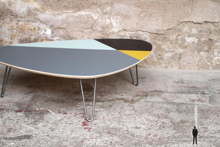Table basse tripode graphique pieds épingle métal