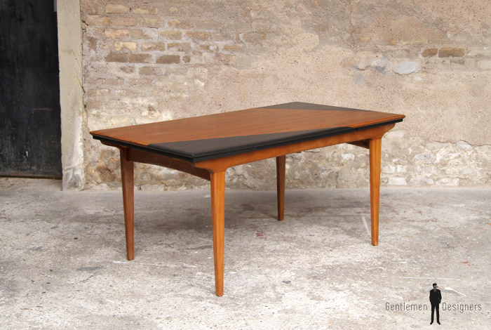 Table de repas scandinave graphique en teck noir for Table rallonge scandinave