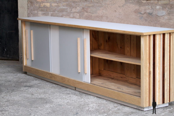 Comptoir bar bois grand ancien atypique original porte noyer heure clair gris