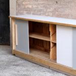 Comptoir bar bois grand ancien atypique original porte noyer hetre clair